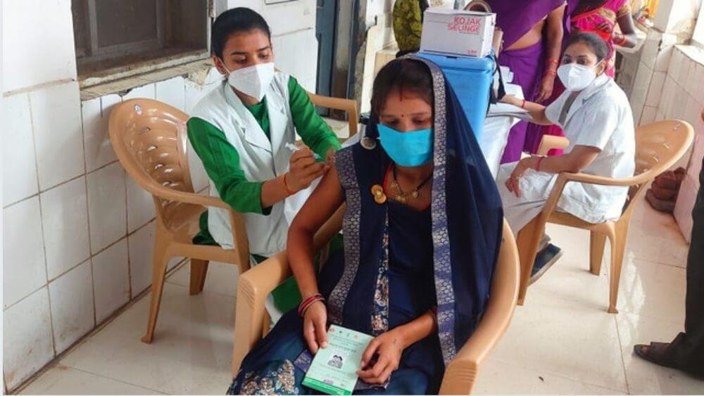 Vaccination of pregnant women in Chourai: अस्पताल में स्टाफ तैयार, सुबह दस बजे तक ज्यादा संख्या में टीका लगवाने पहुंची महिलाएं